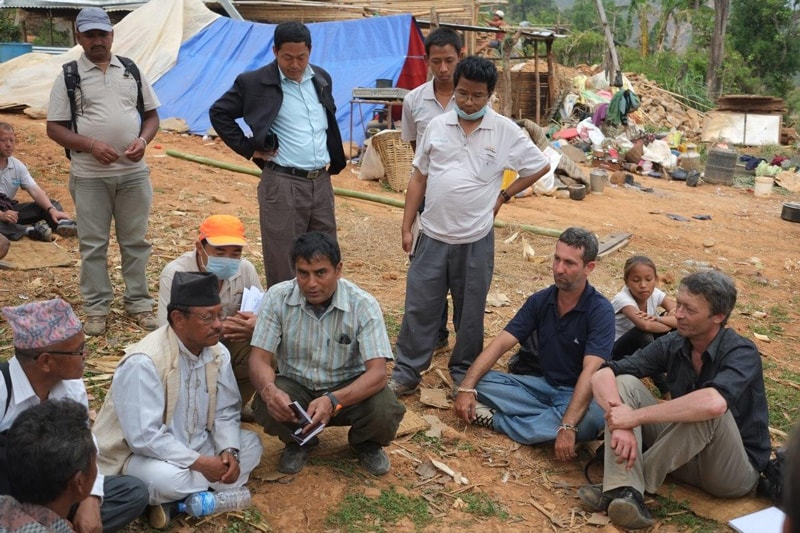 Réunion entre TGH, le chef du village, le chef du district et l'ONG ARSOW-Nepal